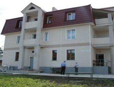 "Фасад пансионата ""Семейный дом"""