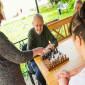 Дедушка и бабушка играют в шахматы