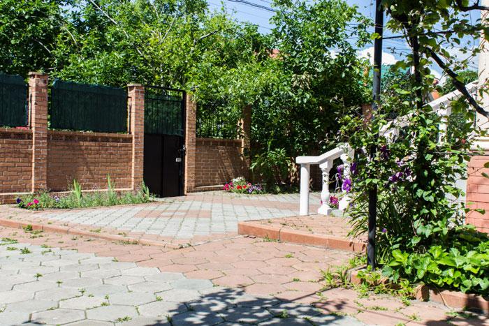 Территория дома престарелых «Милый дом»