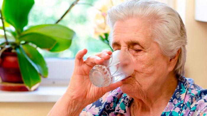 Обезвоживание у пожилых людей