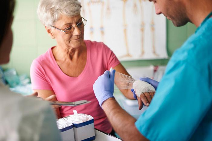 Переломы в пожилом возрасте и остеопороз