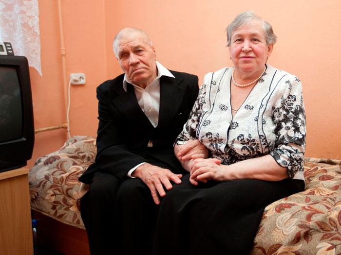 Семейная пара в дом-интернате
