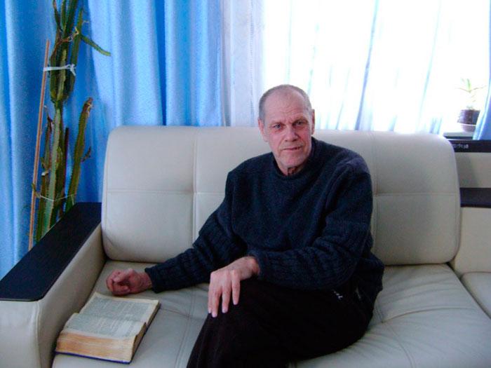 Чтение в библиотеке Дормидонтовского дома-интерната для престарелых и инвалидов