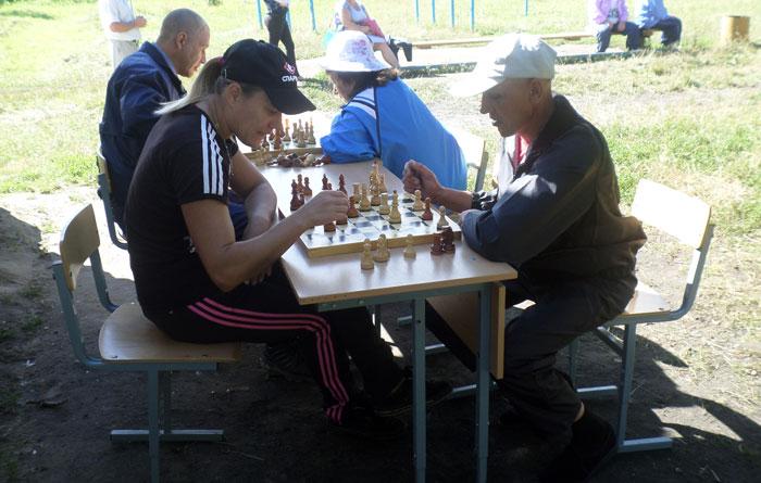 Игра в шахматы постояльцами Букреевского психоневрологического интерната