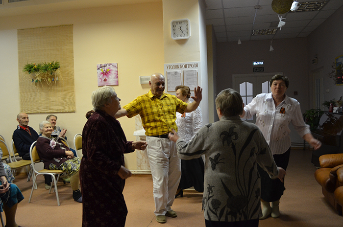 Танцы постояльцев