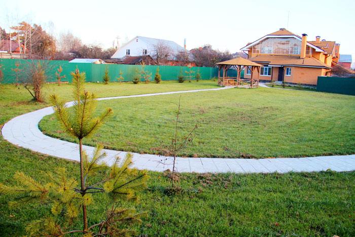 Территория пансионата для пожилых «Нескучный сад» Пенино