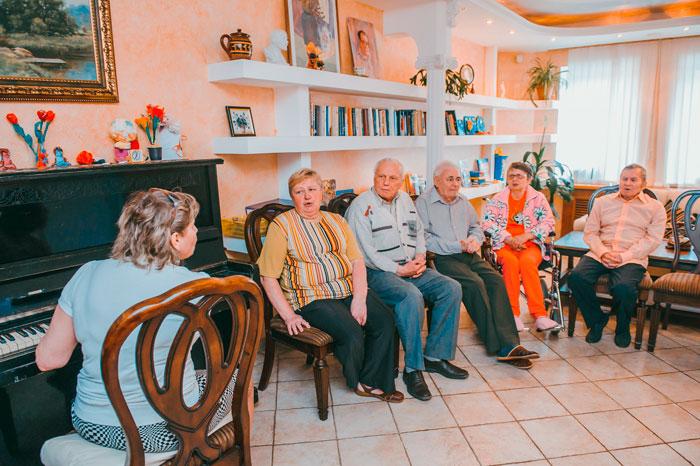 Музыкотерапия жильцов Пансионата для престарелых «Наша Забота»