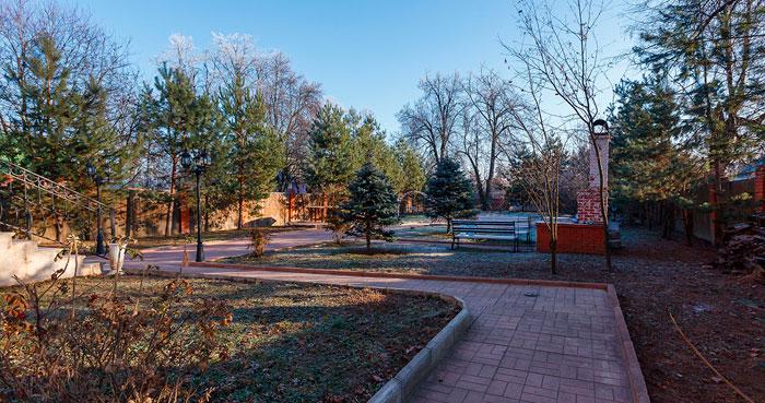 Территория Пансионата для пожилых людей «Второй Дом» в Звенигороде