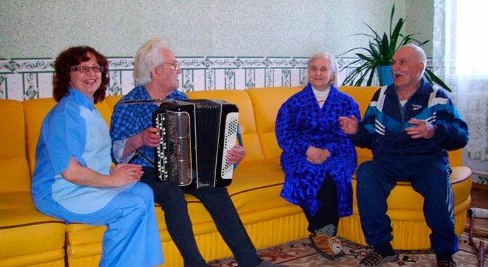 Жильцы интинского дома-интерната для престарелых и инвалидов