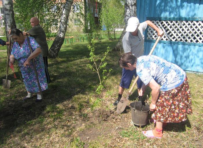 Трудотерапия постояльцев Кубитетского дома-интерната для престарелых и инвалидов