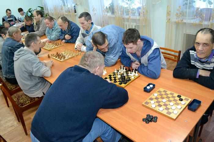 Игра в шахматы постояльцев Нефтекамского психоневрологического интерната