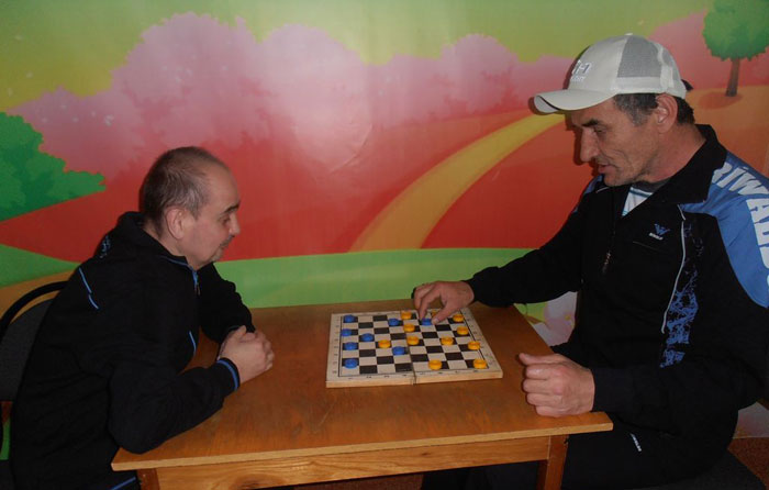 Игра в шахматы жильцов Республиканского психоневрологического дома-интерната «Милосердие»