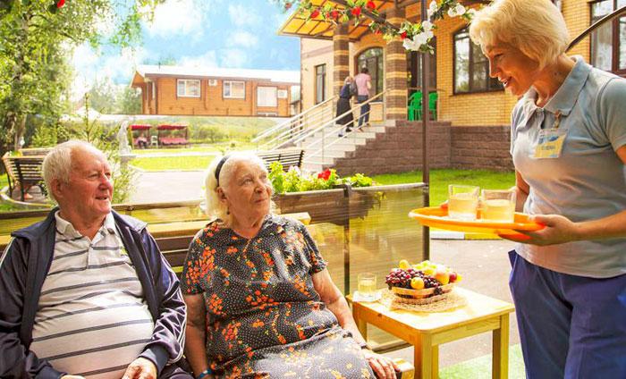 Отдых постояльцев пансионатадля пожилых «Забота» филиал Голицино