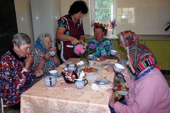 Чаепитие жильцов дома престарелых «Молоково»