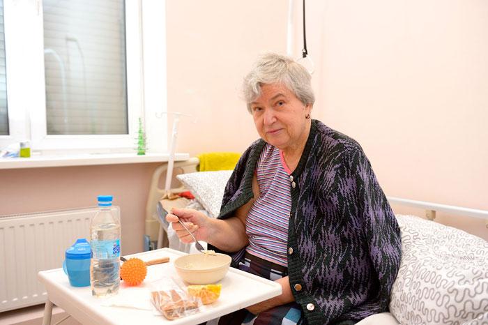 Питание жителей дома престарелых на Ботанической