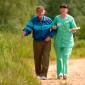 Прогулка жильцов дома престарелых в Мичуринском