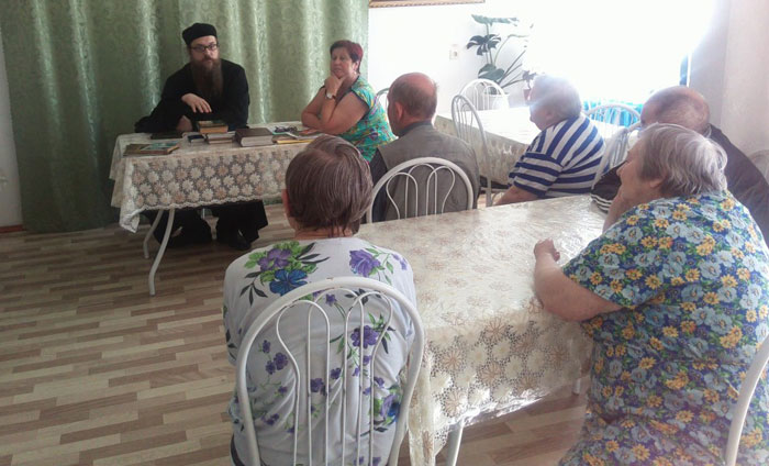Встреча со священником жильцов Каратузского дома-интерната