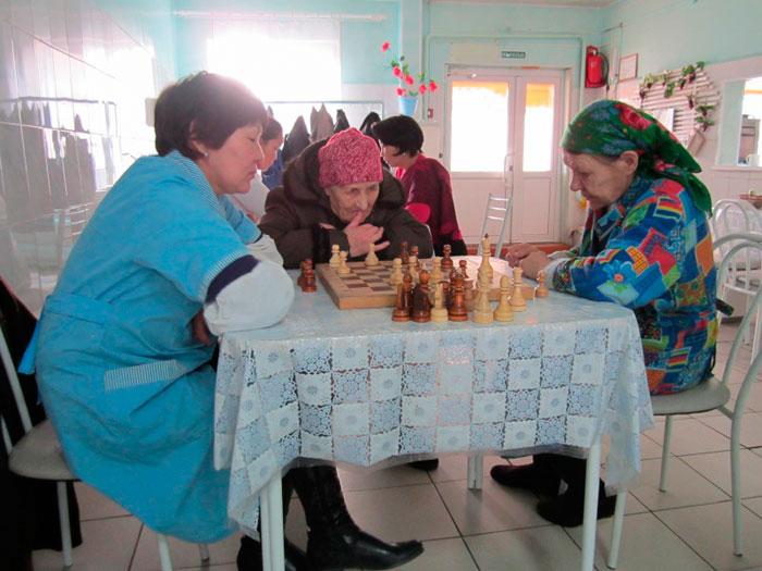 Игра в шахматы жителей Курумканского дома-интерната для престарелых и инвалидов