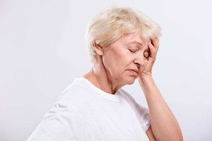 Мигрень у пожилой женщины
