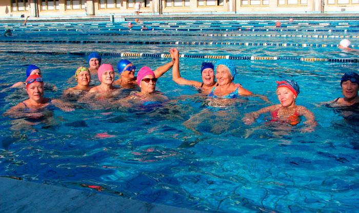 Групповая терапия в бассейне