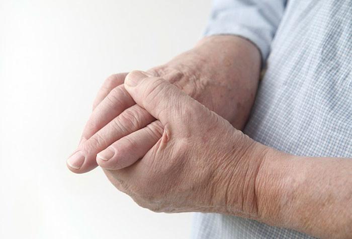 Болезни суставов у пожилых подагра если болят кости и суставы рук