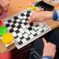 Игра в шашки постояльцев дома престарелых «Милый дом» Харьков