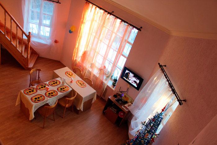 Общая комната пансионата «Наш дом»