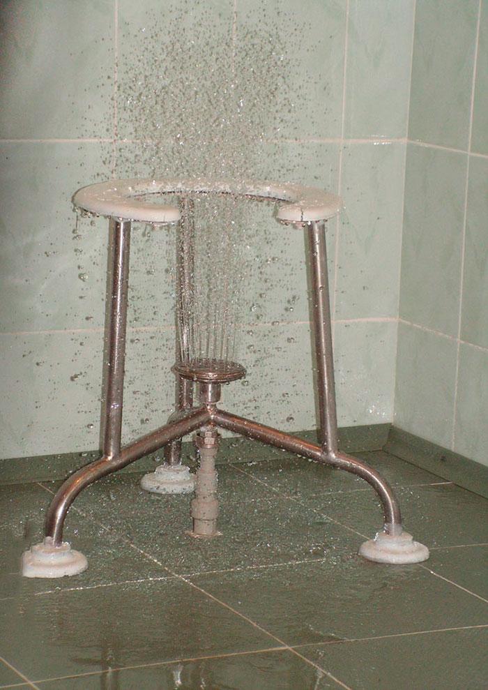 Работающий восходящий душ
