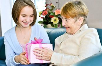 Полезные подарки для пожилых людей