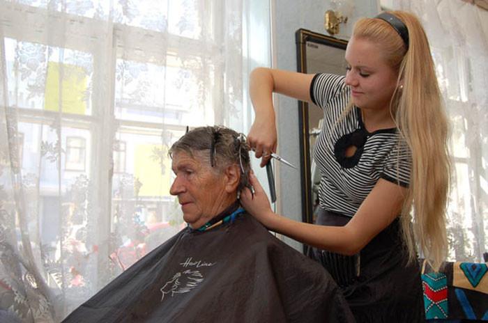 Как подстричь пожилого человека