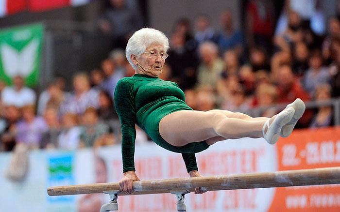 Пожилые женщины чаще занимаются спортом
