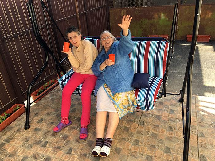 Постояльцы в пансионате для пожилых «Доверие»