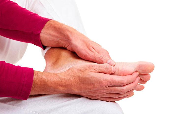 Болевые ощущения во время отека ног