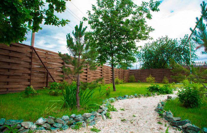 Двор для прогулок пансионата для пожилых «Уральские просторы»
