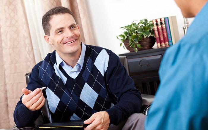 Диагностика врачом нарушений речи у взрослого человека