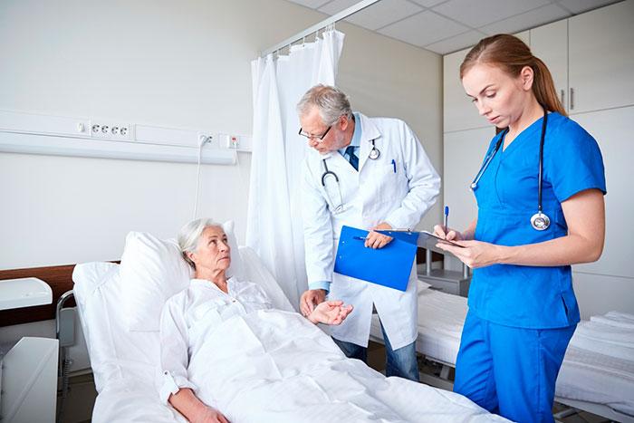 Участие сиделки в медицинском осмотре