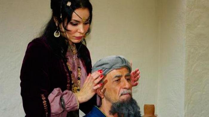 Сеанс бесконтактного массажа от Джуны Давиташвили