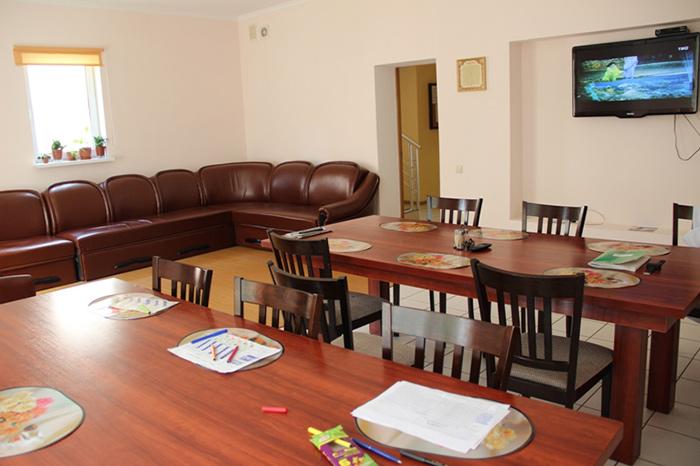 Холл для занятий досугом в пансионате для пожилых людей «Золотая Осень» (Черновцы)