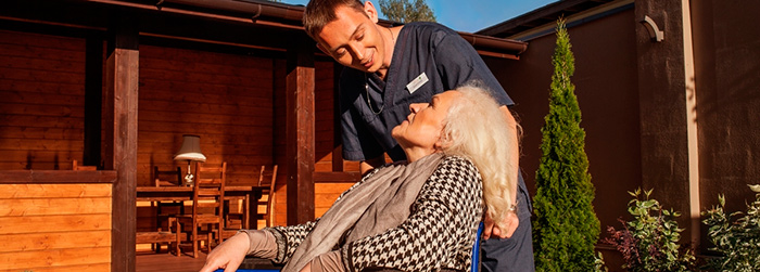 Уход за постояльцам в доме престарелых премиум класса «Oldman House»