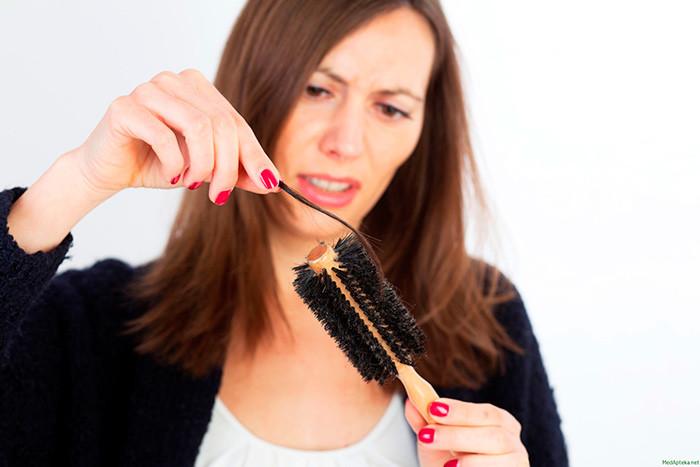 Выпадение волос у пожилых женщин: причины и лечение