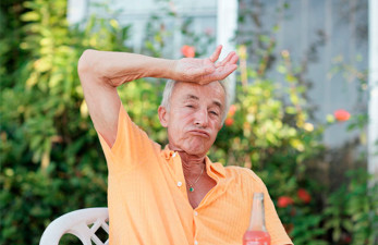 Запах от пожилых людей: причины стойкого аромата