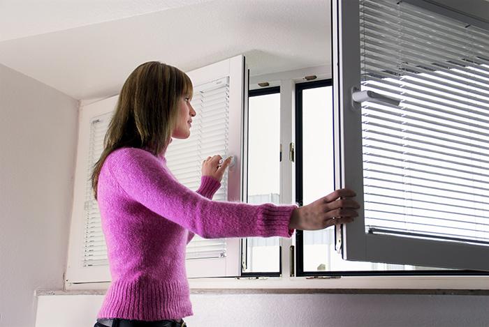 Регулярное проветривание поможет вывести запах старости из квартиры