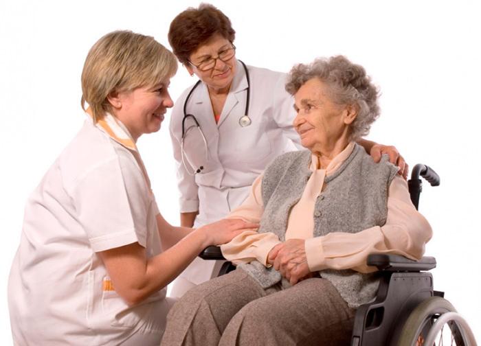 Медицинские услуги сиделки могут спасти жизнь пожилому человеку