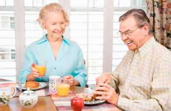 Диета при деменции у пожилых людей: рекомендации диетологов