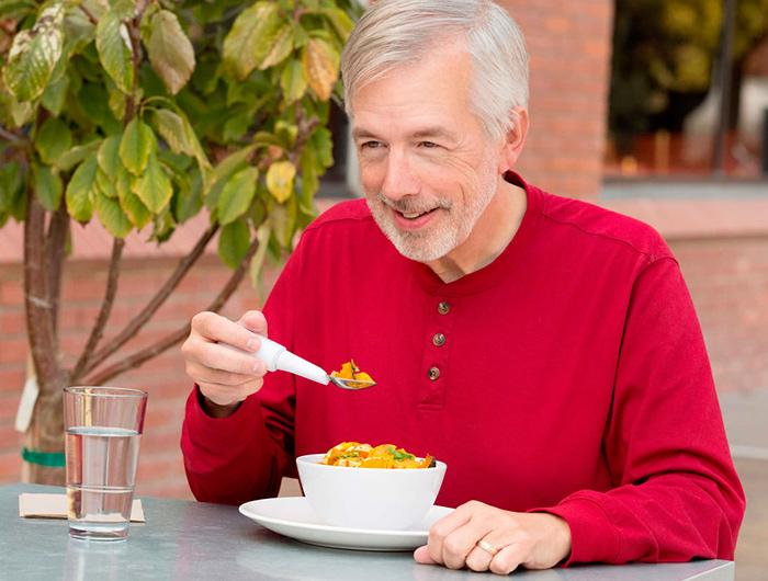 Процесс питания пациента с деменцией должен тщательно отслеживаться