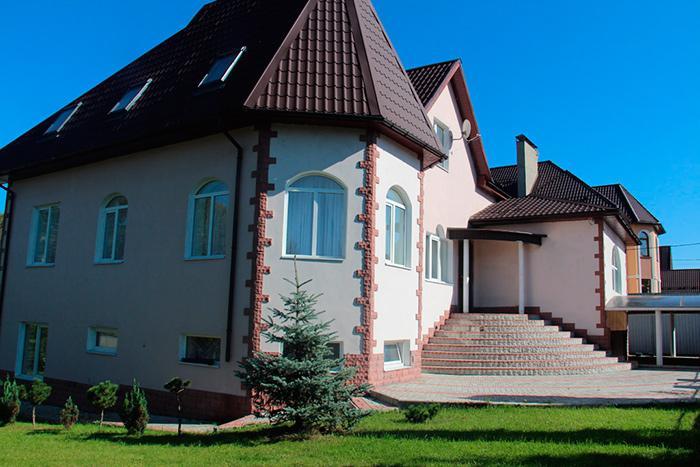 Территория пансионата для пожилых «Долголетие» в Мытищах