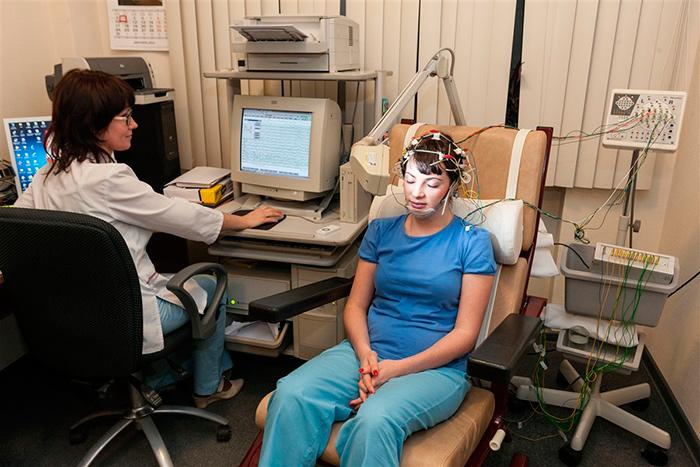 Электроэнцефалографию один из методов диагностики кисты головного мозга
