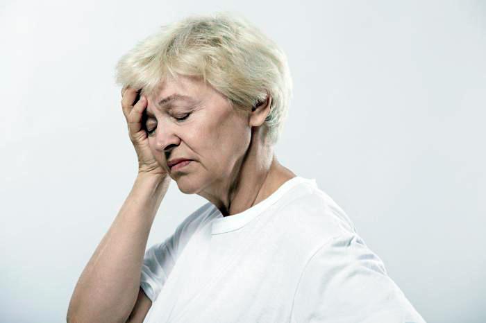 Сильная головная боль: один из симптомов перивентрикулярного лейкоареоза головного мозга