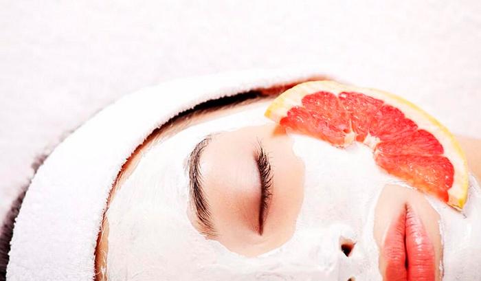 Удаление возрастных пятен на лице с помощью маски с грейпфрутом