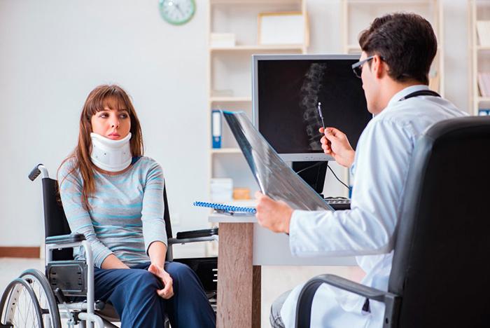 Диагностика врачом болезни пациента для получения бессрочной инвалидности